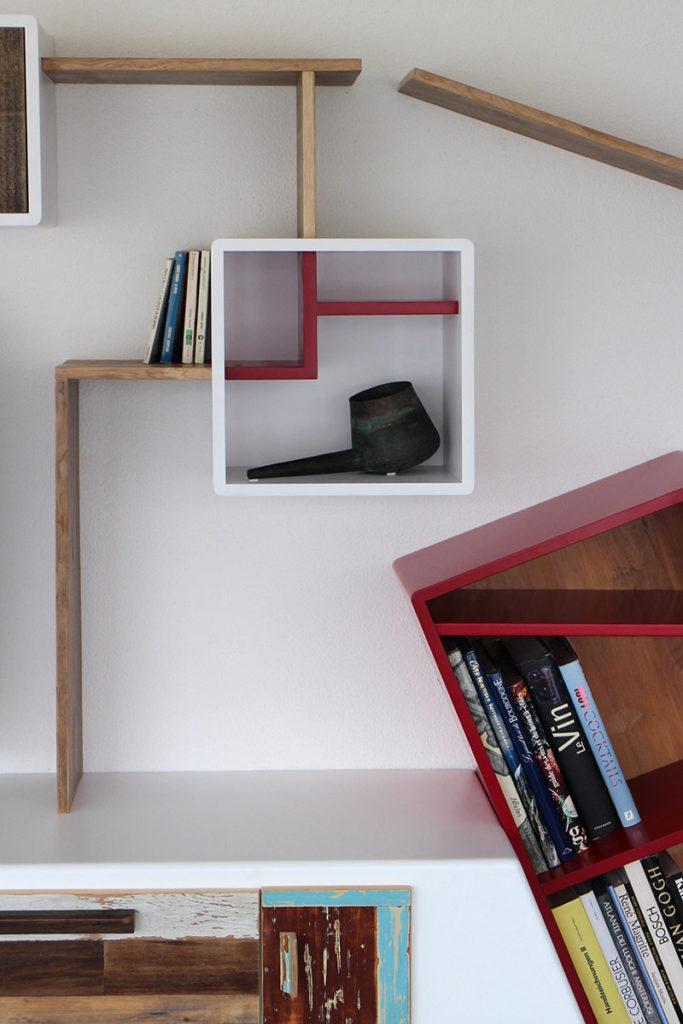 Pensili, moduli e ripiani per libreria in legno massello e legno vintage rigenerato