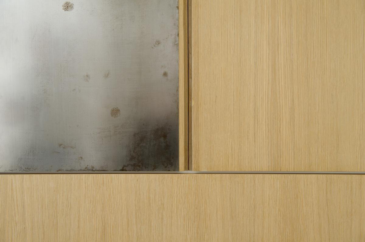 armadio legno rovere e ferro contemporaneo