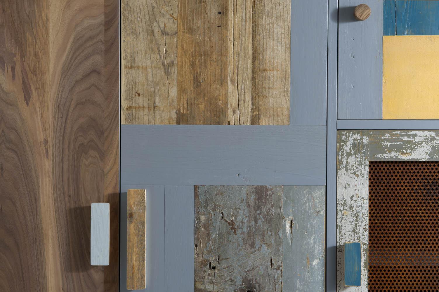 armadio in legno grigio