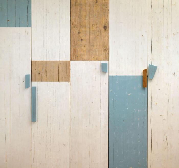 Armadio con ante in legno di recupero