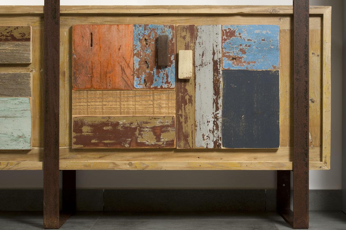 madia in legno e ferro ossidato e legno di recupero arancio e azzurro