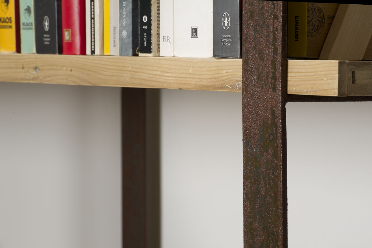 libreria in ferro e legno industriale