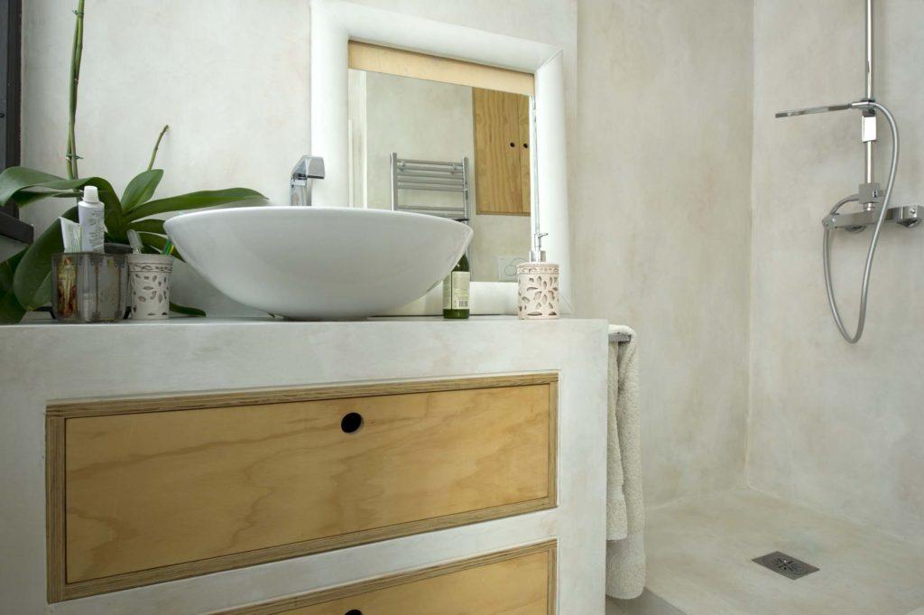 La resina rivestimento contemporaneo laquercia21 - Resina piastrelle bagno ...
