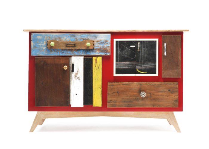 Credenza con inserti di lavagna e vecchio legno ristrutturato vintage su misura. Laccatura rossa legno di recupero colorato