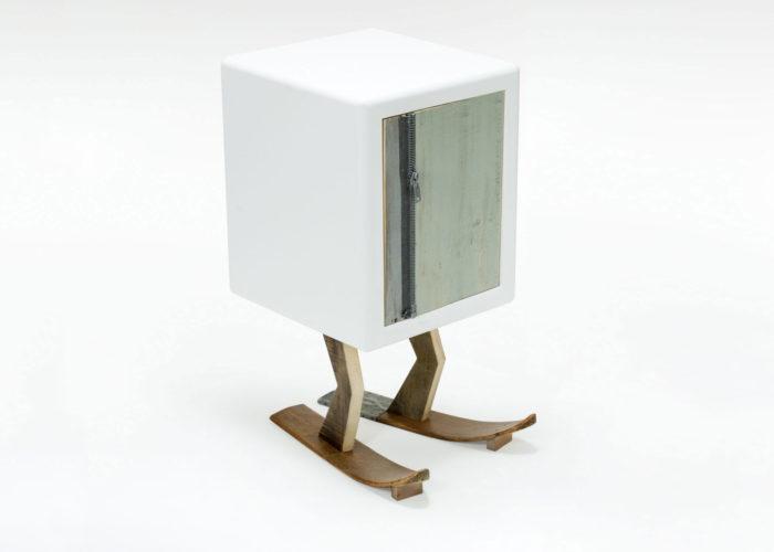 sci in legno e laccatura bianca