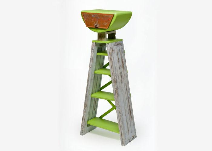 mobile con legno vintage e laccatura opaca verde rana