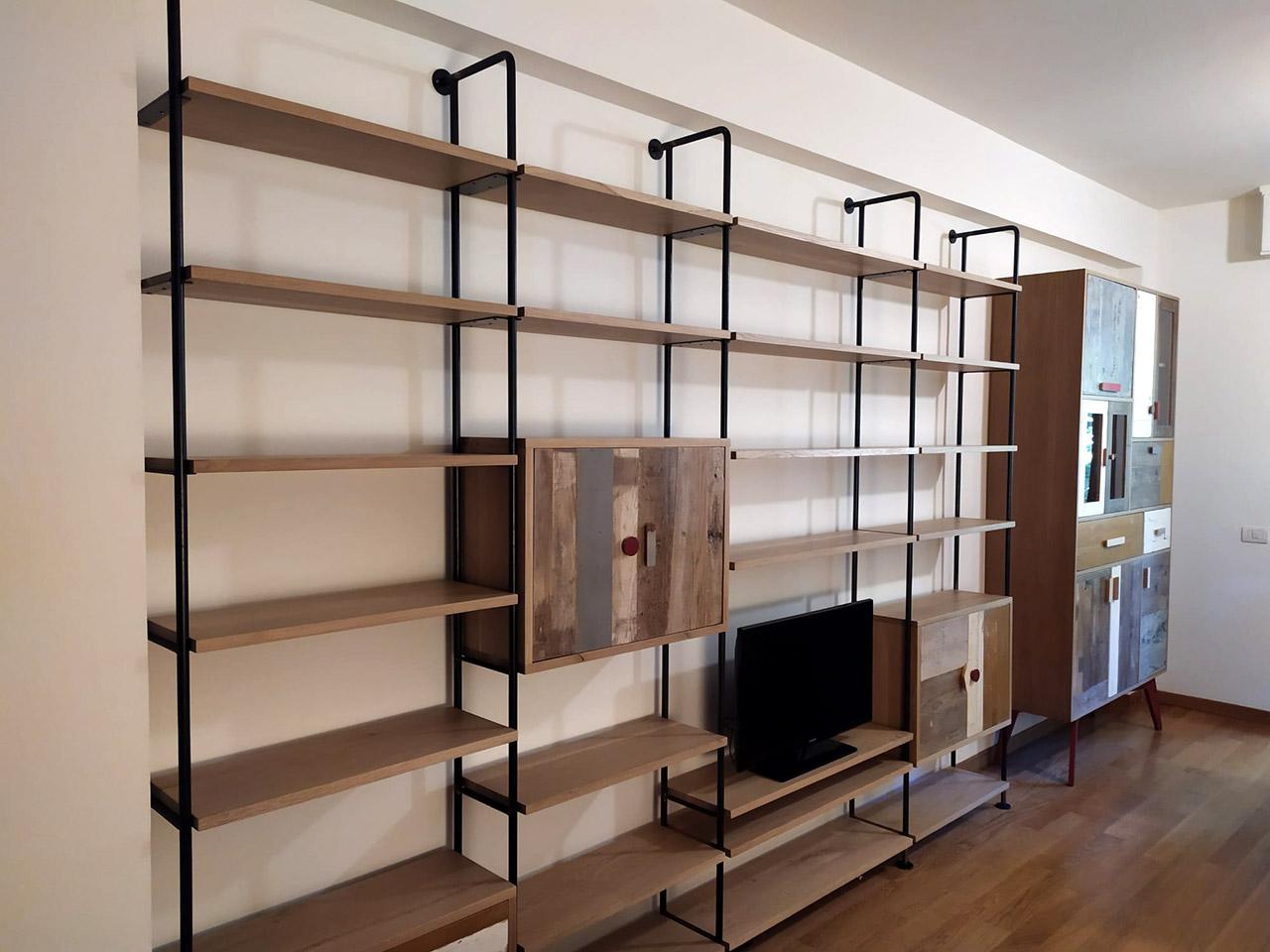 pareti attrezzate in legno e ferro
