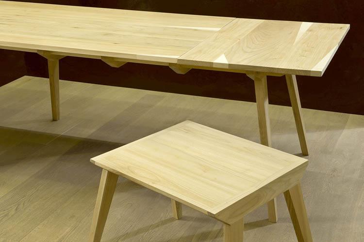tavolo da pranzo in legno massello di olmo chiaro e tavolo da caffè design minimal