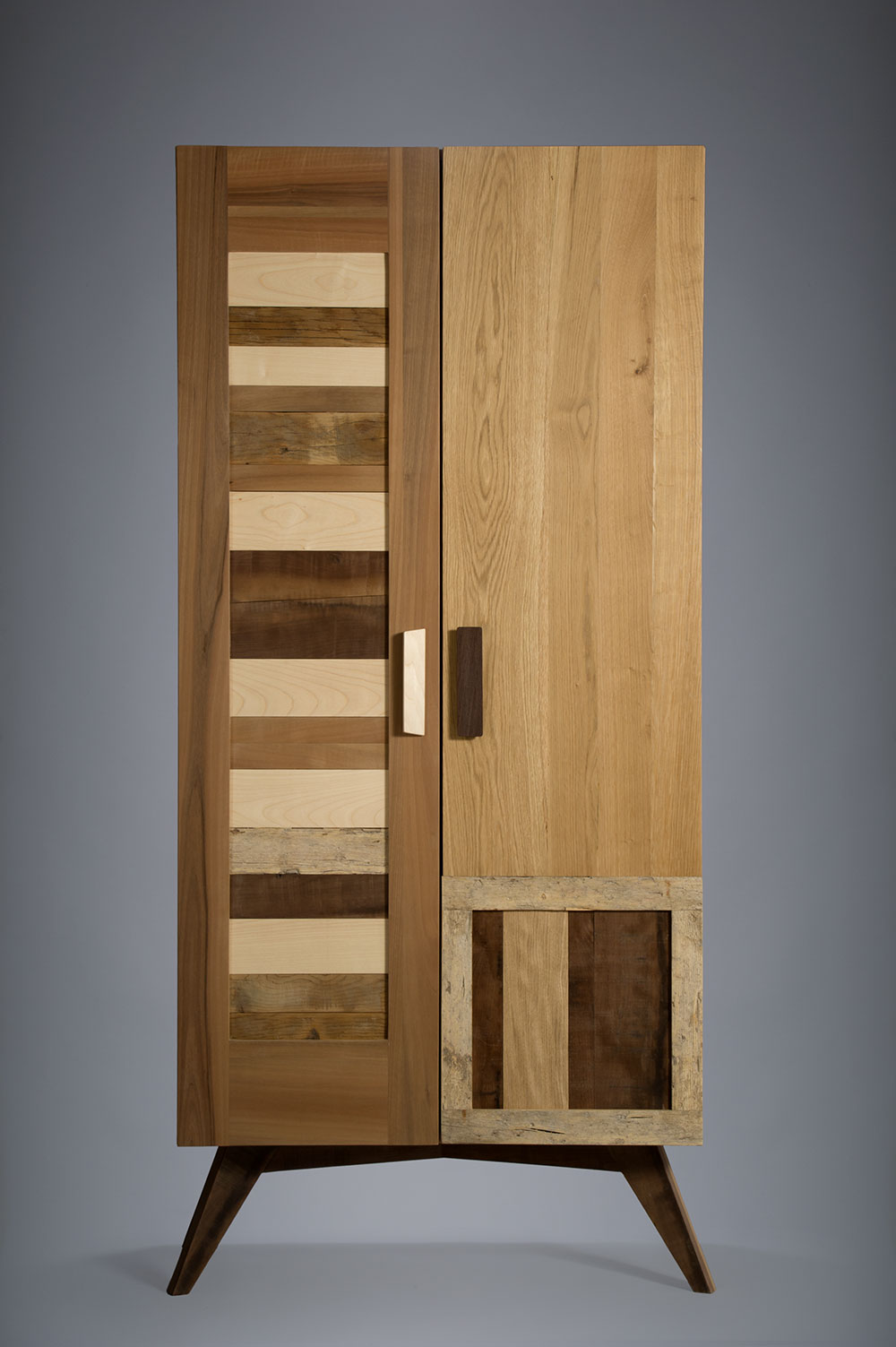 Dispensa armadio con ante in legno massello