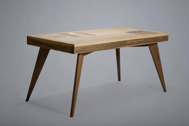 tavolo con gambe e piano in legno massello e mix di legni di recupero