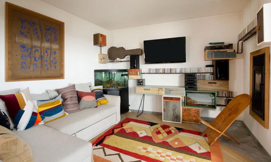 arredamento soggiorno con parete attrezzata ad angolo in legno