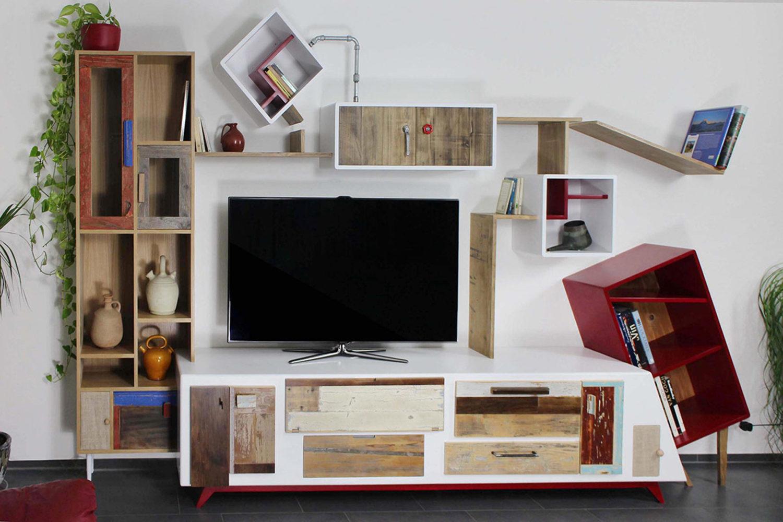 Arredare il soggiorno con legno di recupero e progetti su misura