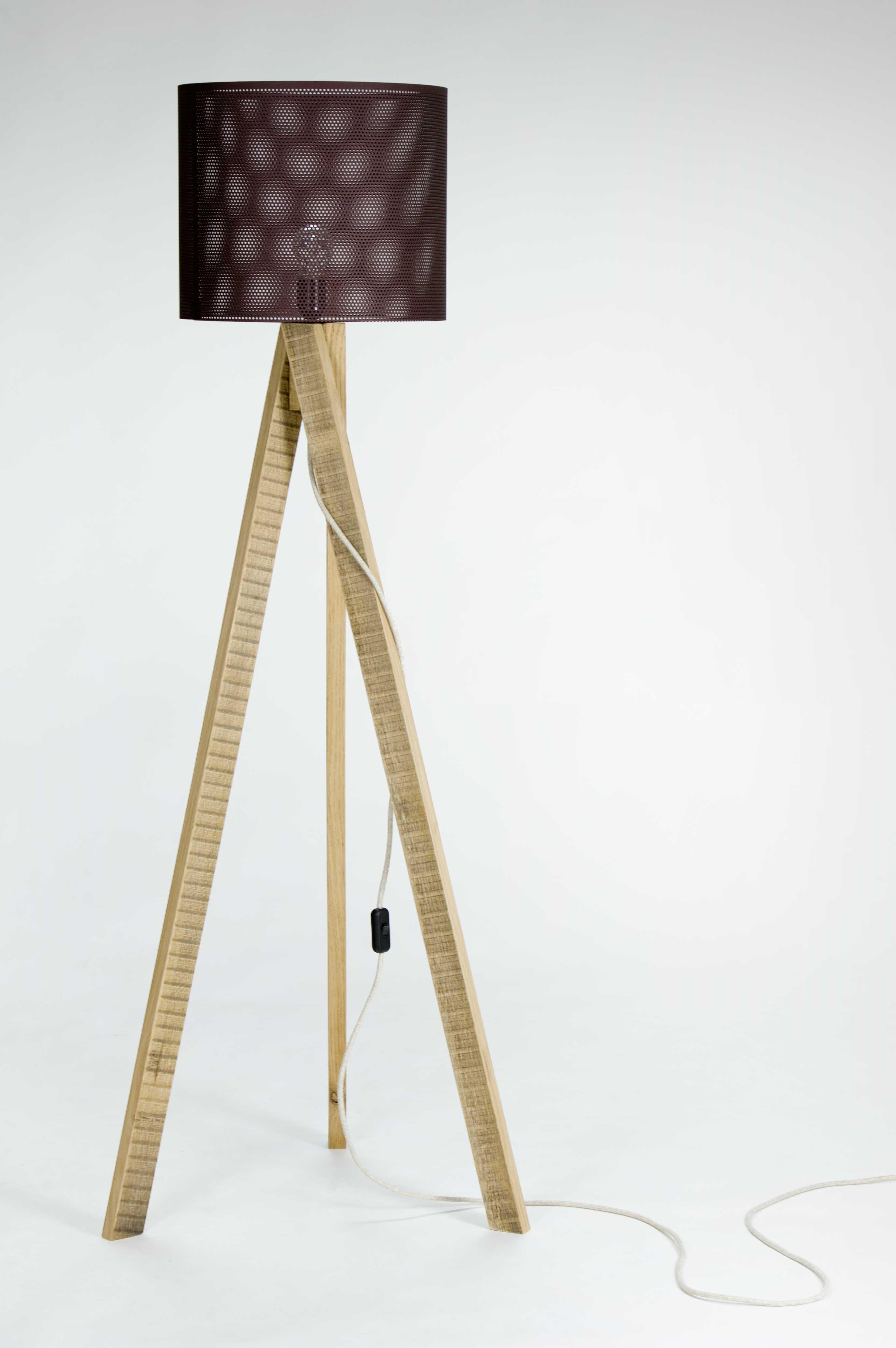 Lampada artigianale in legno riciclato e ferro