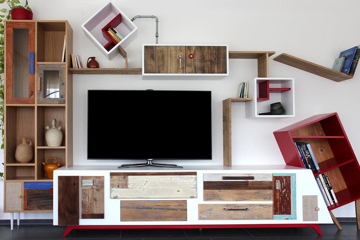 parete attrezzata per soggiorno bianca e vari colori, ante in legno vintage di recupero