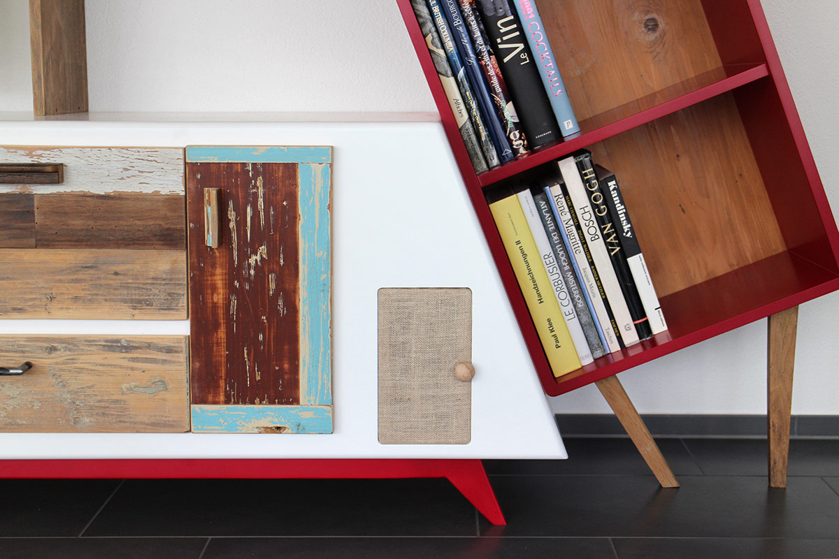 mobile porta tv con yuta legno laccato rosso e ante in legno di recupero