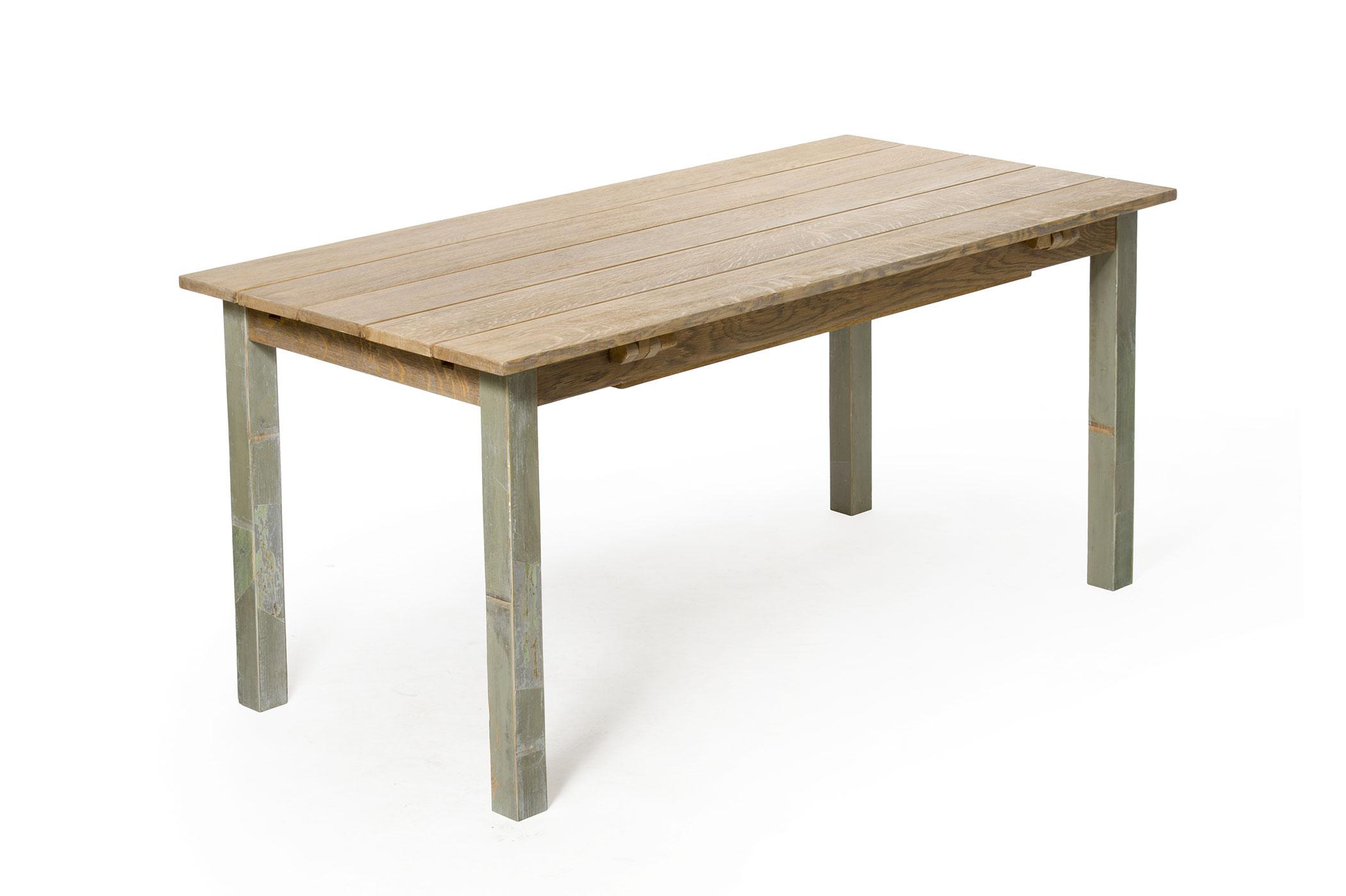Tavolo in legno massello con prolunghe in legno di recupero color salvia. Tavolo artigianale su misura