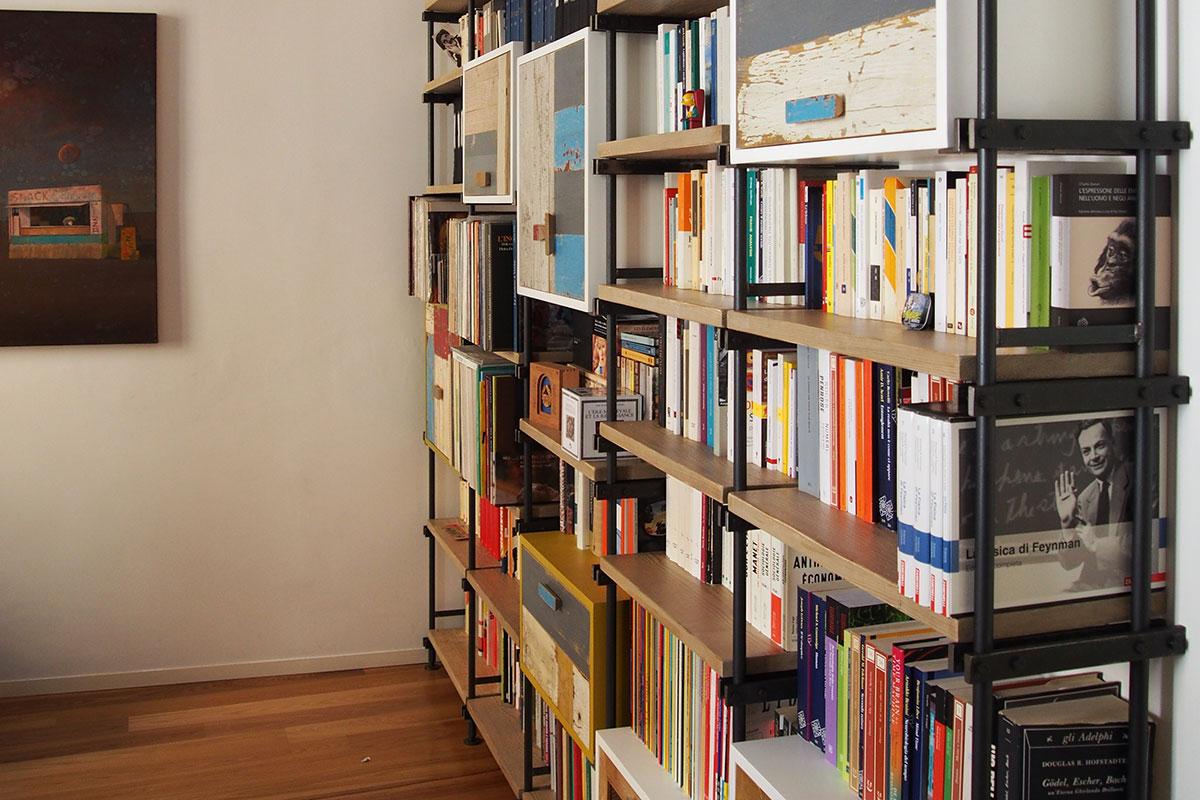libreria in ferro e legno artigianale