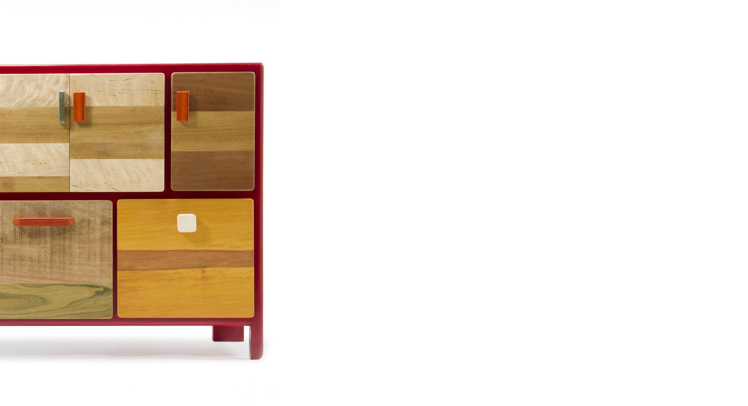 Credenza legno massello rosso lucido