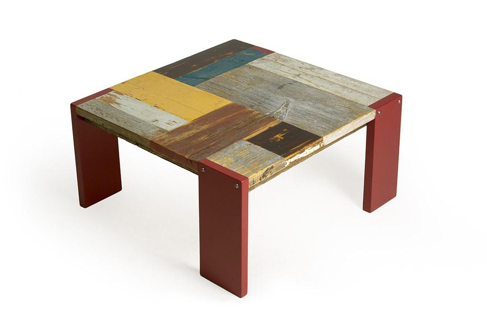 tavolinetto basso legno di recupero gambe laccatura opaca rossa