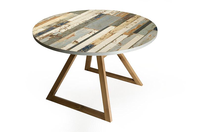 tavolo rotondo con legno di recupero e gambe noce nazionale