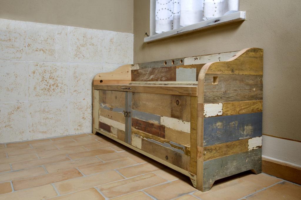 Arredo bagno in legno di recupero in toscana laquercia