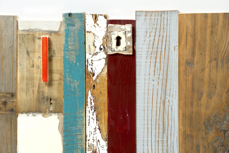 cassettone listelli legno vintage colorato vecchia chiave