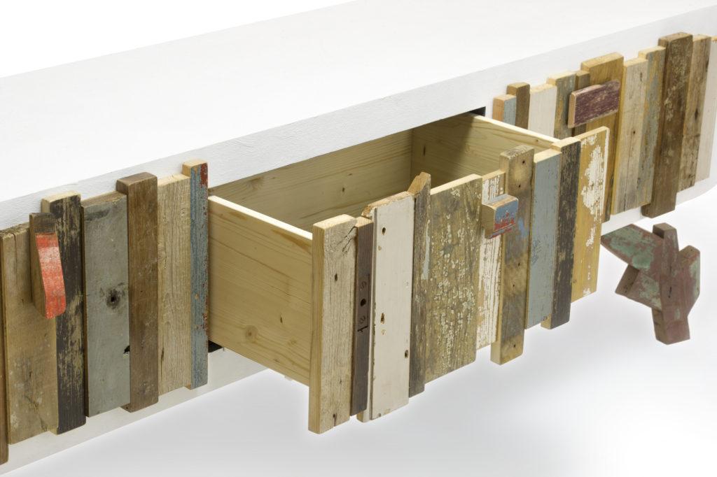 Credenza con tre cassetti in legno di recupero per soggiorno
