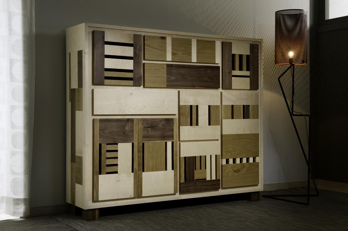 Credenza in legno massello con ante e cassetti