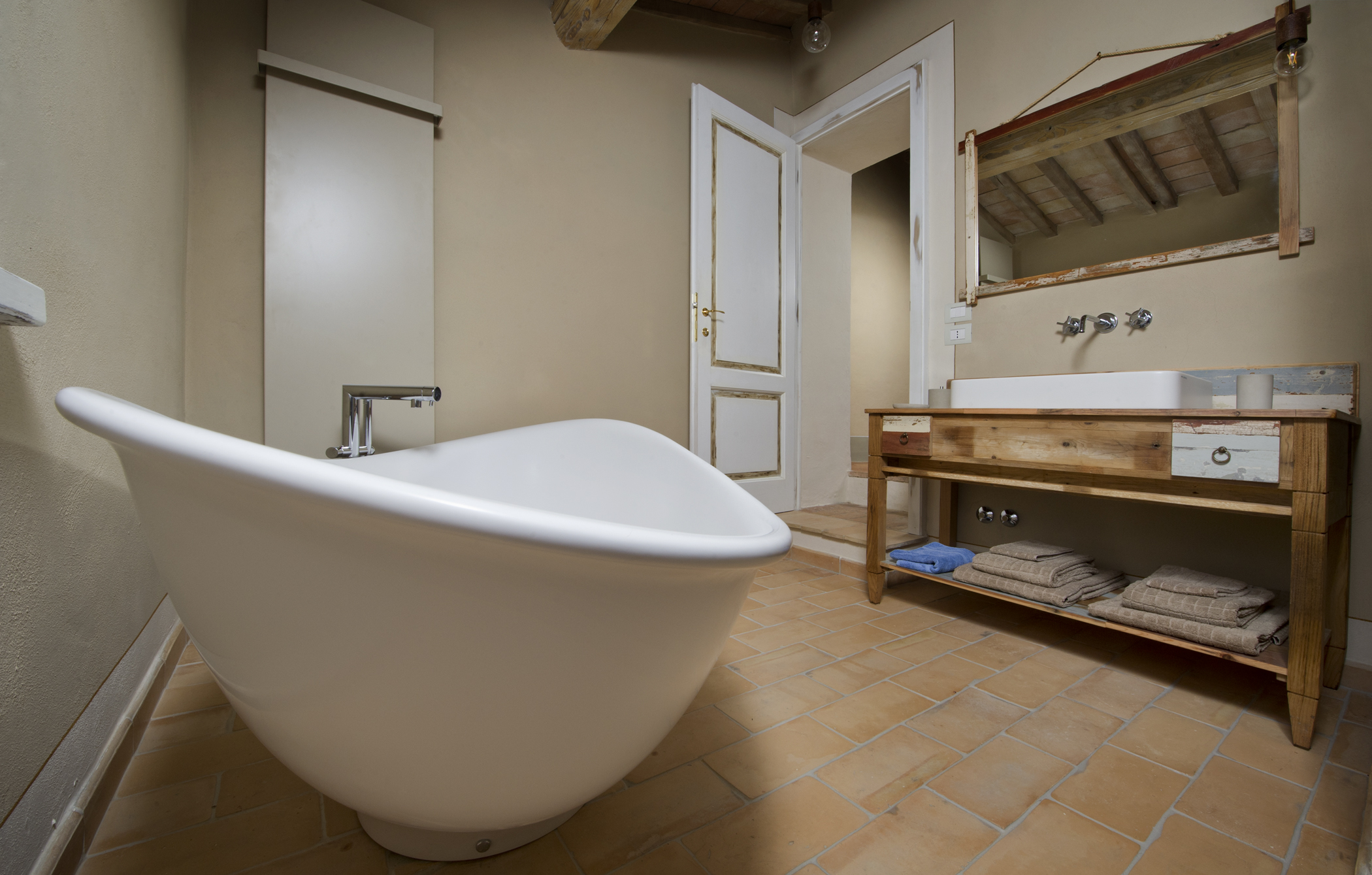 Arredo bagno in legno di recupero in Toscana | Laquercia21