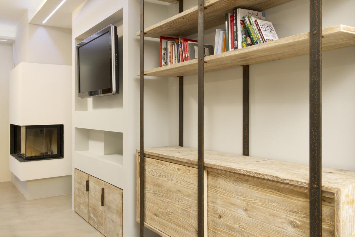 Libreria legno e ferro su misura stile industriale