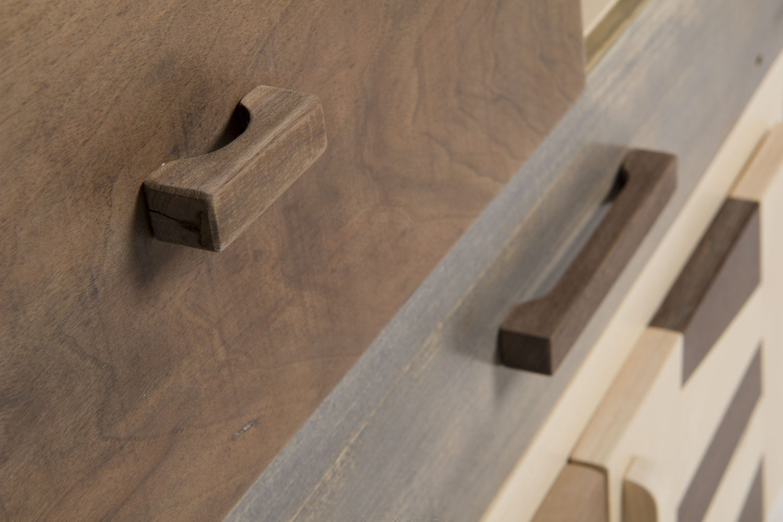 Cassettiera in legno artigianale moderna e contemporanea
