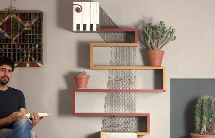 libreria rossa e arancio e ferro