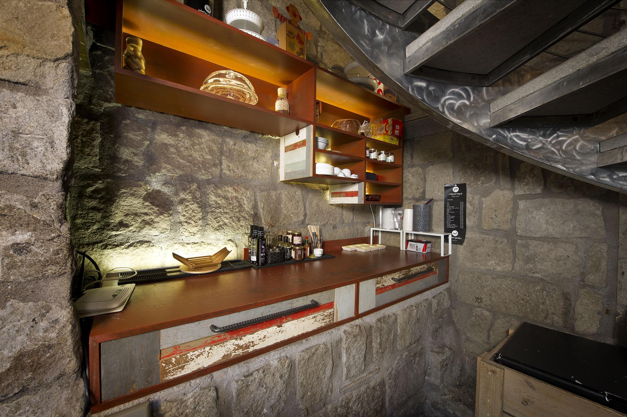 bancone bar e macchina per caffè legno contemporaneo