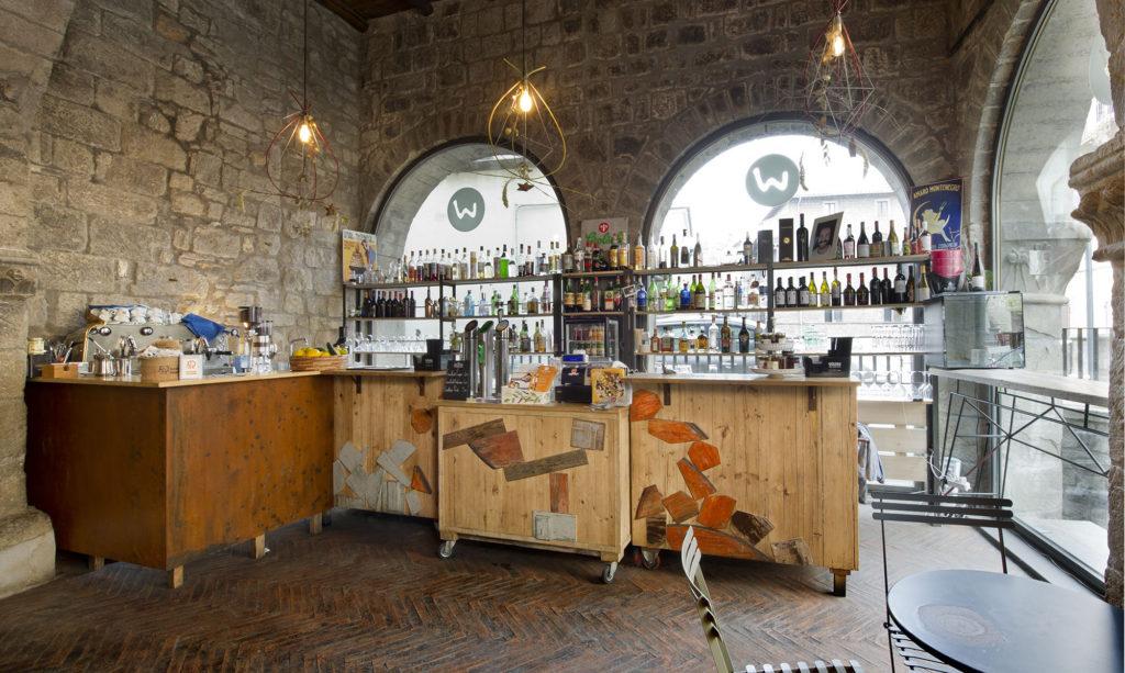 L arredamento per un bar in centro storico laquercia