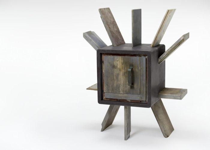 Mobile con rivestimento in resina stile industriale color ardesia con legno di recupero