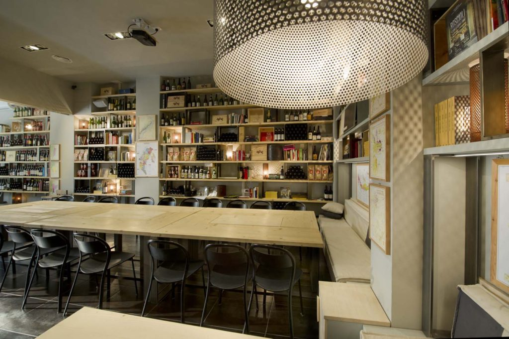 Tavoli in legno per ristoranti. Progetti fatti a mano su misura di design