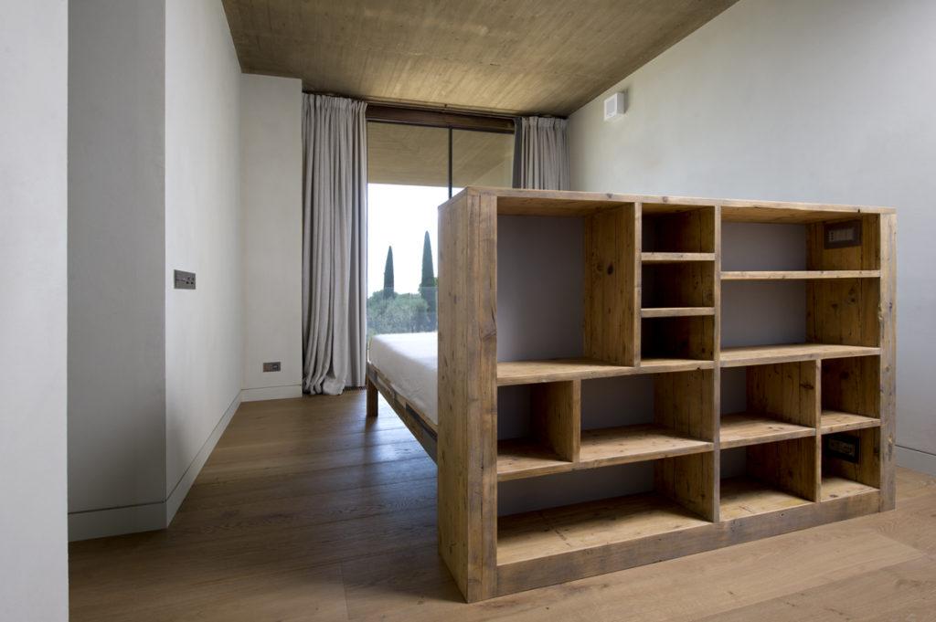 testata letto contenitore con vani a giorno libreria in legno