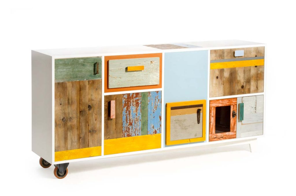 Dispensa con ruote per soggiorno con ante e sportelli e cassetti in legno contemporaneo