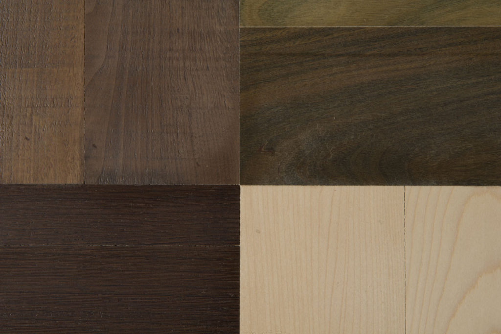 Combinazione di più tipi di legno al naturale per mobile tv su misura