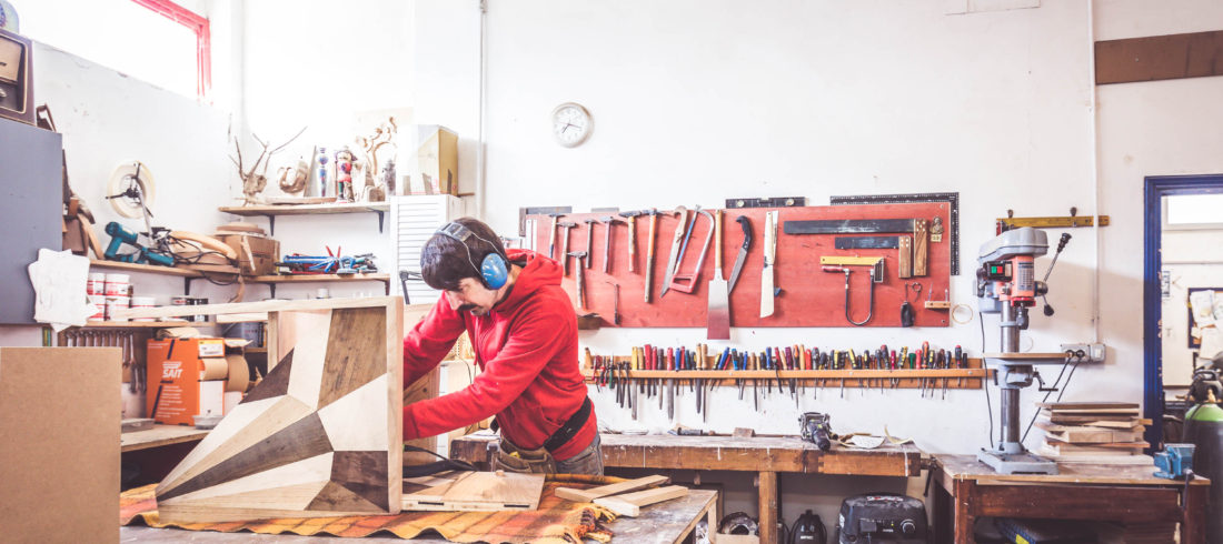 Arredamenti per negozi, locali e case su misura in legno di recupero Milano Roma Umbria