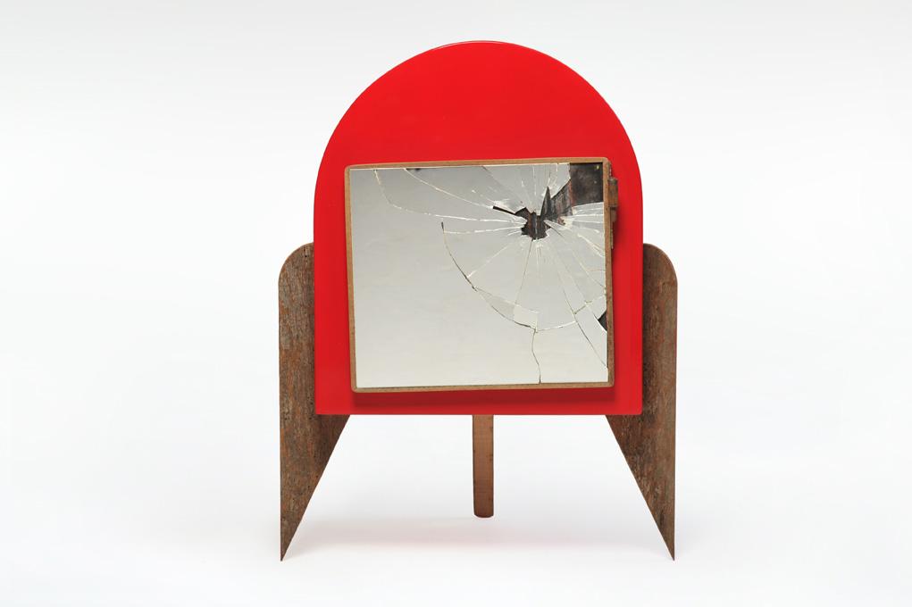 Arredi fatti a mano con oggetti vintage e legno recuperato, lavagna, metalli, rame, specchi antichi