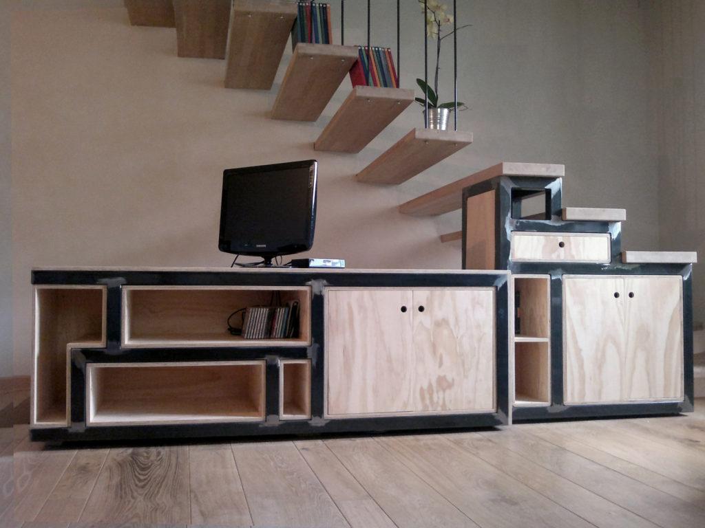 struttura scala e parete attrezzata legno e ferro