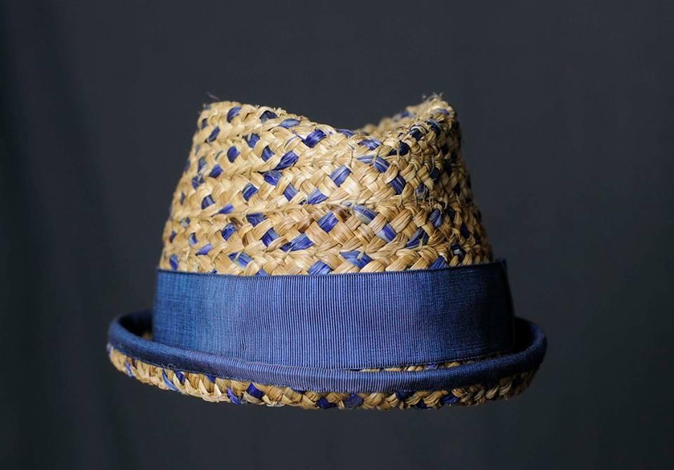 Cappello in paglia azzurro con tessuto azzurro, produzione artigianale Silvia Ronconi