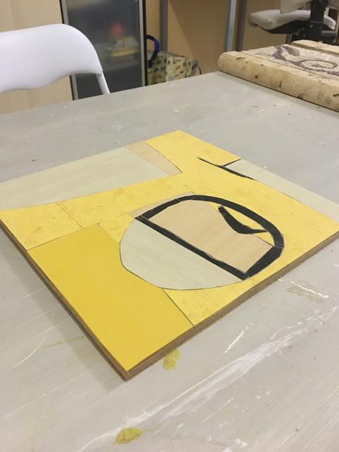Pannello decorativo con Linoleum giallo e grigio con forme geometriche. Quadri artigianali materici colorati