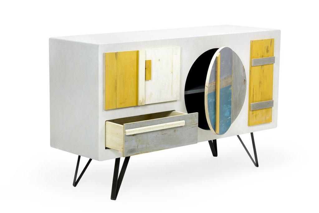 Cassettiera con sportelli in legno di recupero colorato, struttura bianca