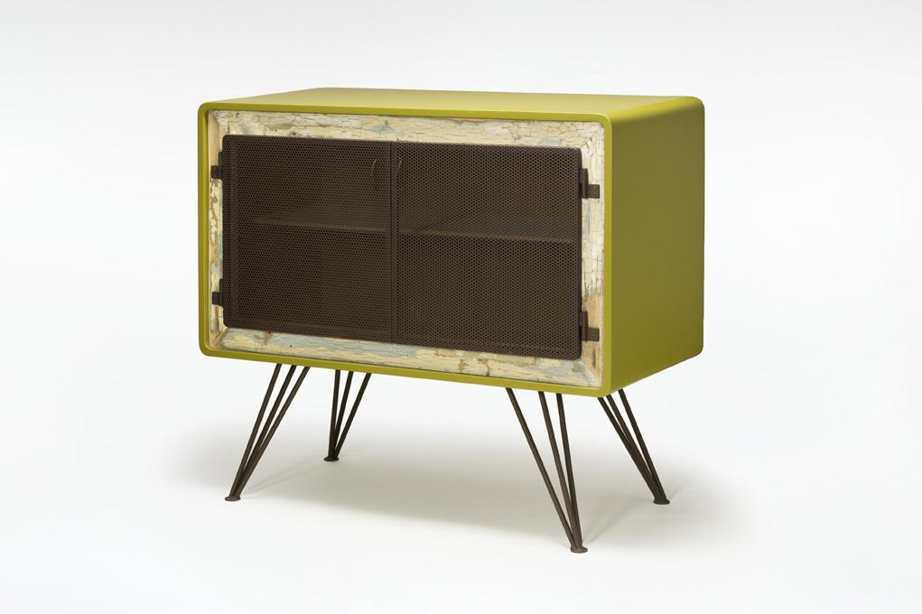 mobile soggiorno con sportello in ferro ossidato e resine per legno verdi