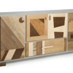 madia con cassetti e sportelli fatti di legno massello scuro e legno vintage chiaro