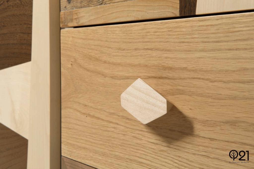 cassetti in legno massello design vintage