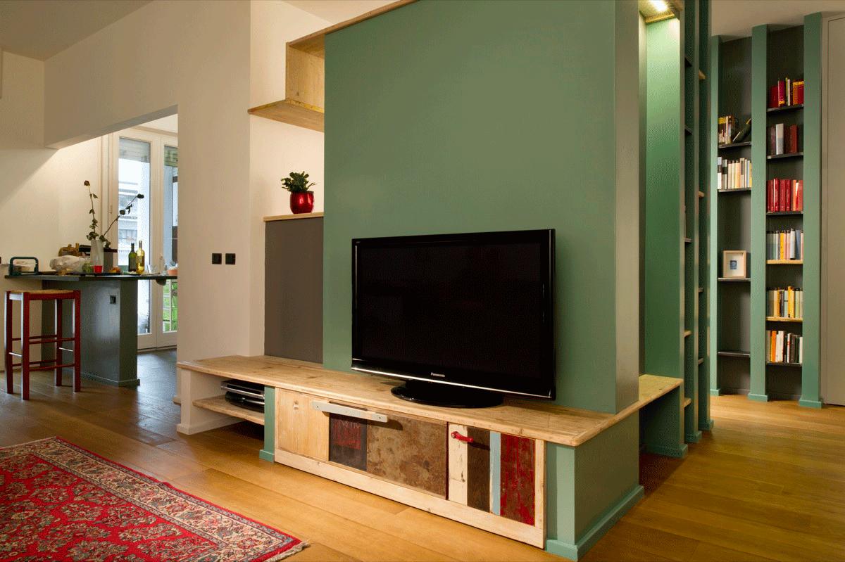 mobile tv verde e legno rosso