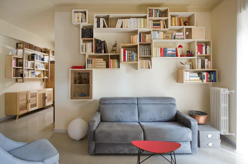parete attrezzata e libreria legno massello chiaro diverse tonalità